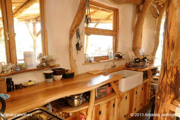 Beautiful simple and practical kitchens in natural homes around the world - The cob house the beauty of simplicity ...